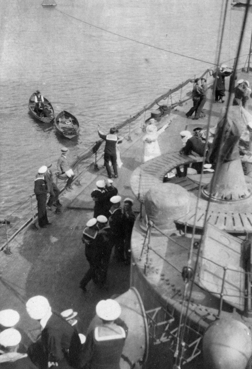 Fylgias resor 1920-21 Dans på backen.