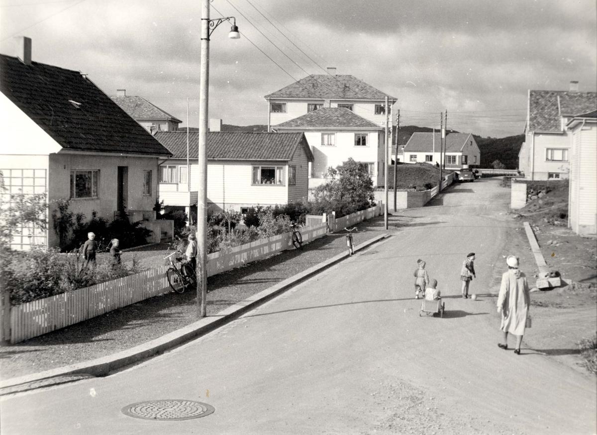 Byhus - Gatebilde.