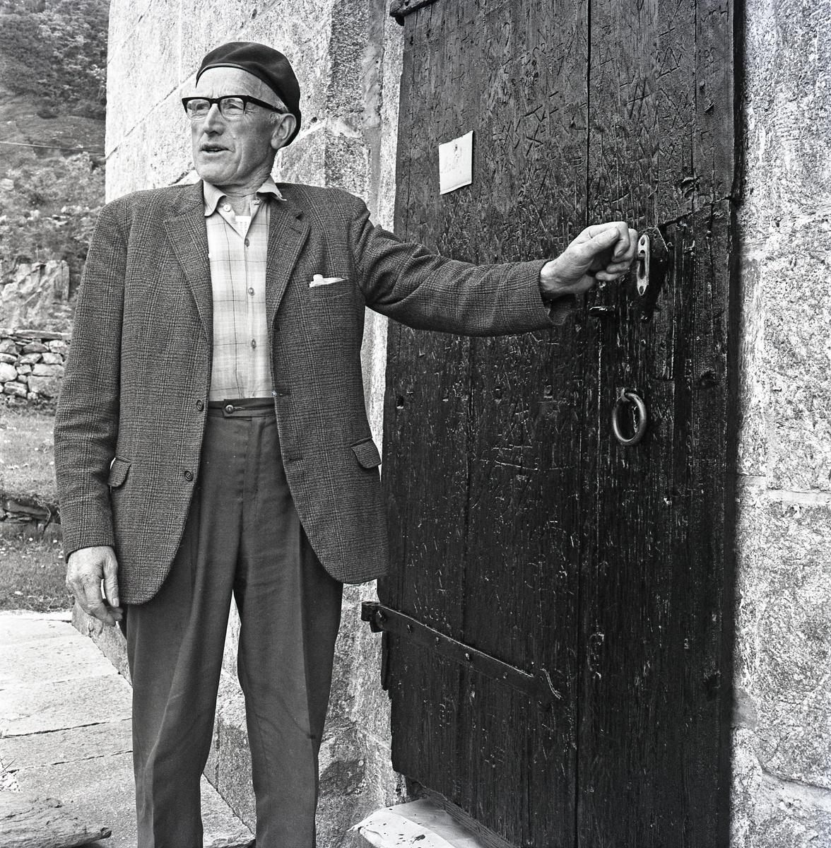 Bømlo - Gamle Moster Kirke - Tilsynsmann Eliot Mikalsen.