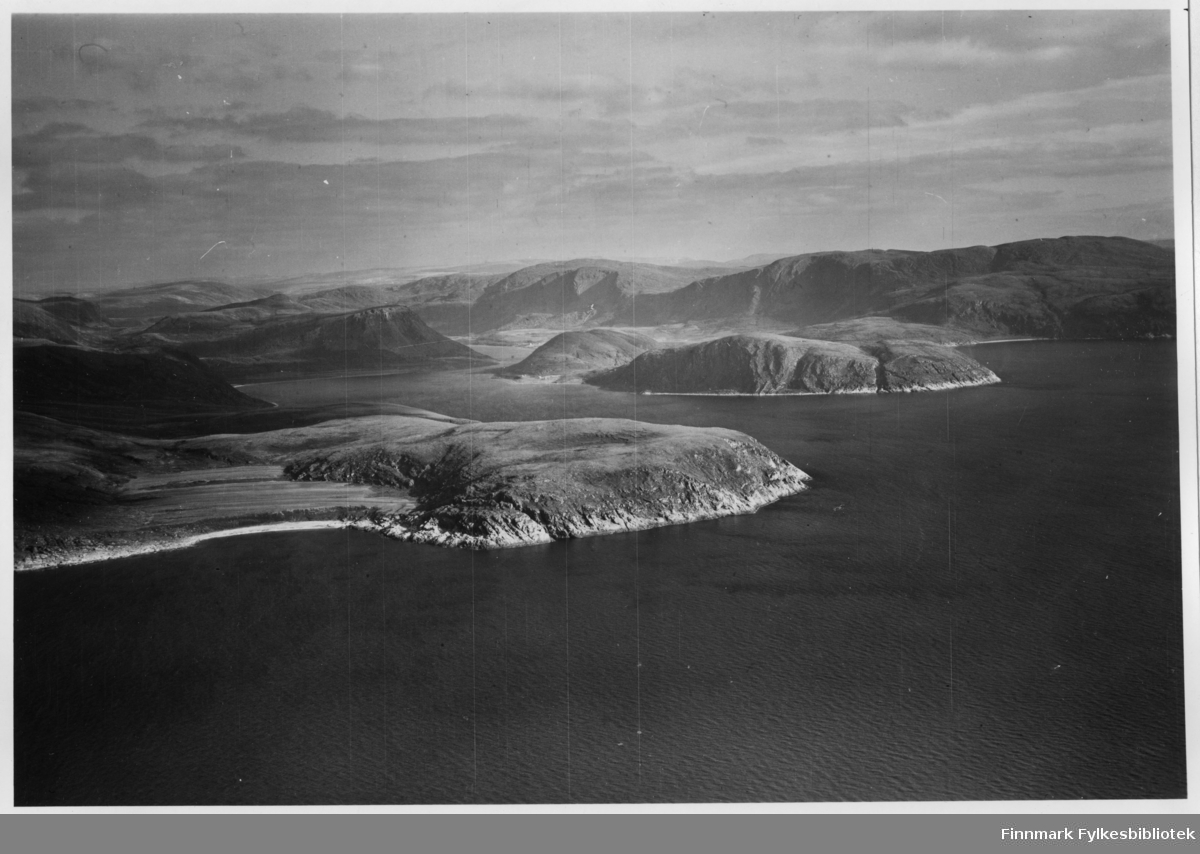 Flyfoto fra Torskefjord i Lebesby. Negativ nr. 61429