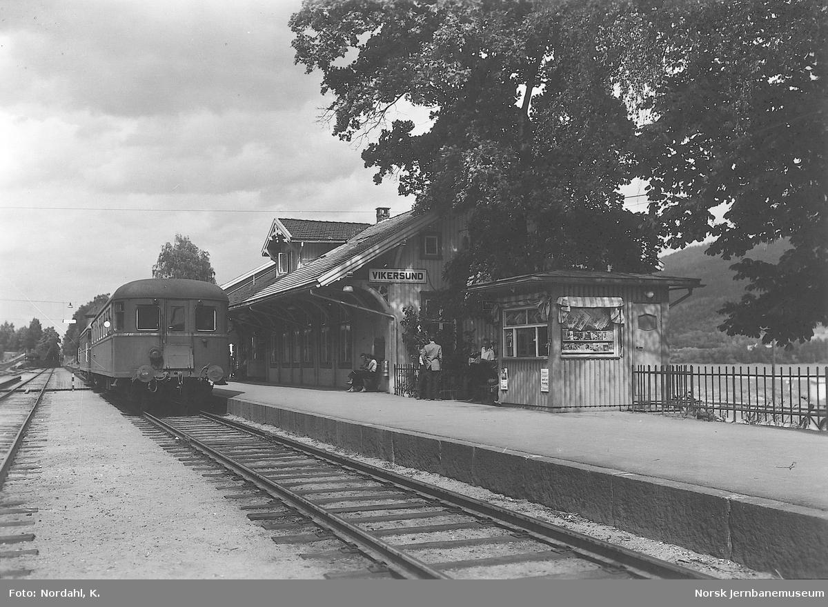 Vikersund stasjon med motorvogntog av type 86
