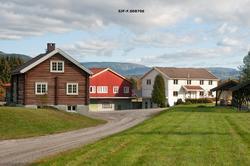 Noe av bebyggelsen ved Telemark planteskule ved Gvarv i Sauh