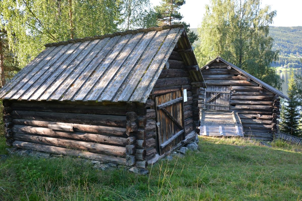 Vedskåle frå husmannsplassen Øvre Fristadplassen. Brukt som lagerplass for material, reiskap og ved.