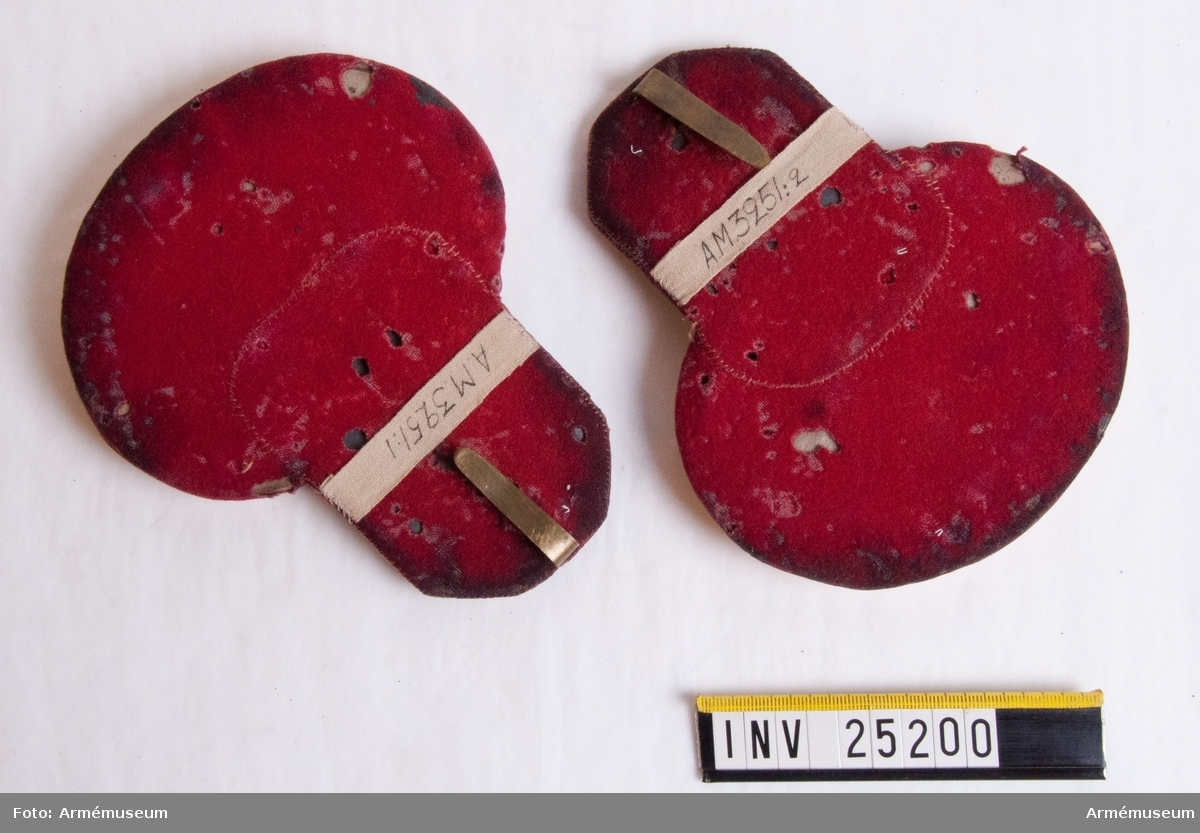 Grupp C. För indelta infanteriet och Värmlands fältjägarekår, med det sistnämnda regementets knappar och 5. militärdistriktets färg (röd) på mattor och foder