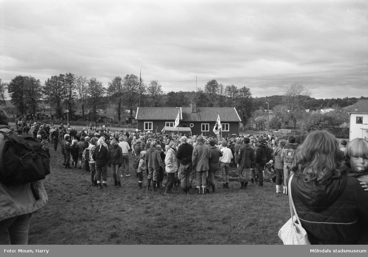 Annestorpsdalens scoutkår anordnar distriktstävlingar från scoutgården vid Konditorivägen i Lindome, år 1983.  För mer information om bilden se under tilläggsinformation.