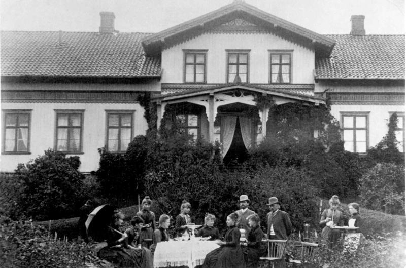 Hageselskap hos familien Juell. (Foto/Photo)