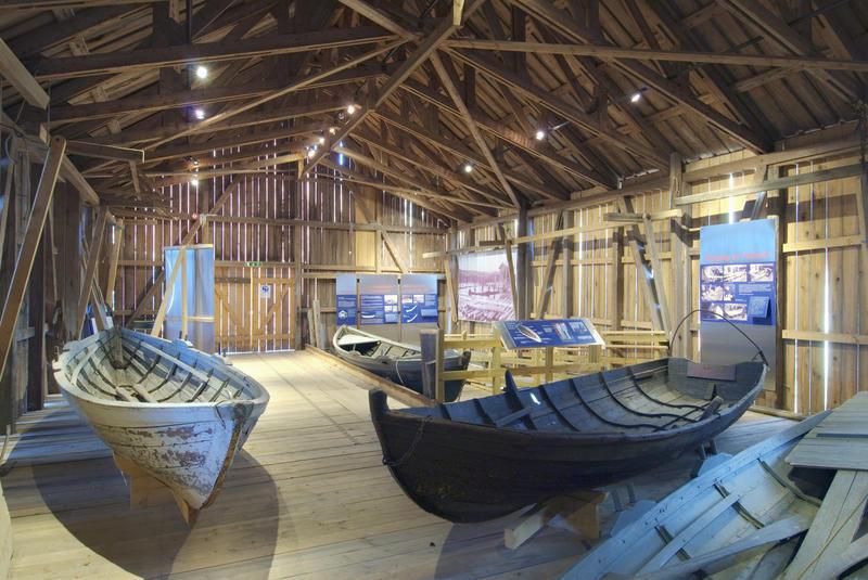 trerobåter i en utstilling (Foto/Photo)