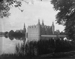 To slott, Storbritannia