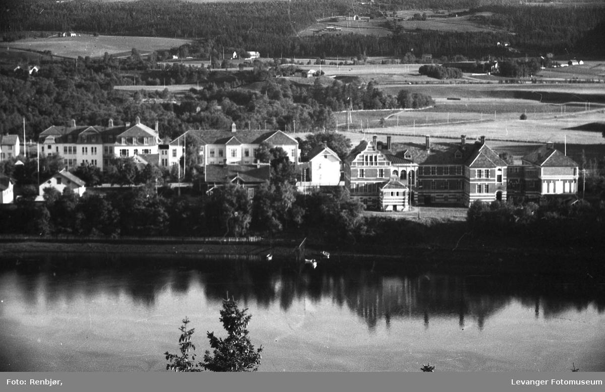 Levanger By sett fra Nesset. Lærerskolen og sykehuset med omlandet.