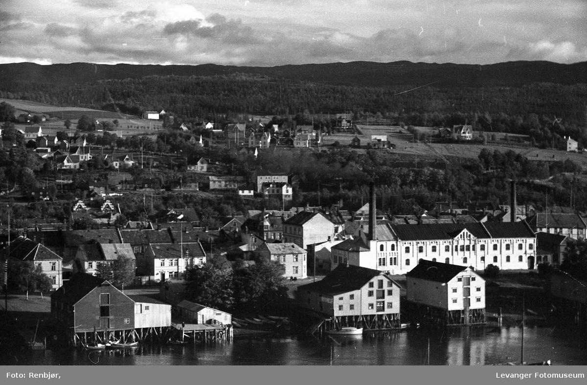 Levanger sentrum og litt fra Nesset. Geite og bebyggelsen nedover mot Sundet.
