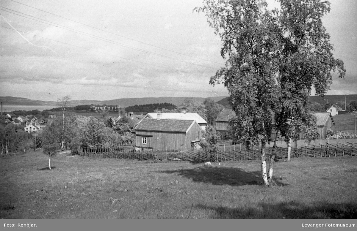 Bylandskap fra Lillemarksbakkene. Nordover mot Røstad skole.