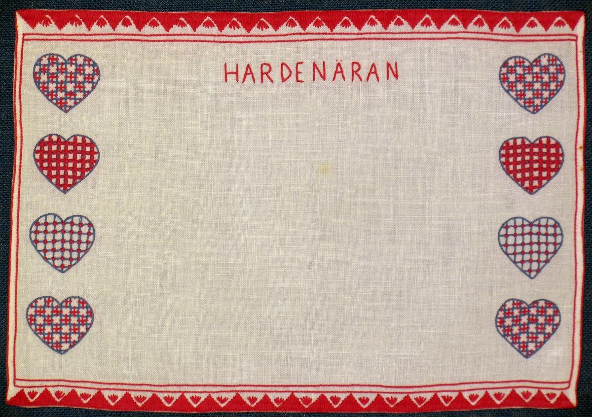 Brickduk broderad i Hallandssöm med rött och blått bomullsgarn på blekt linne.