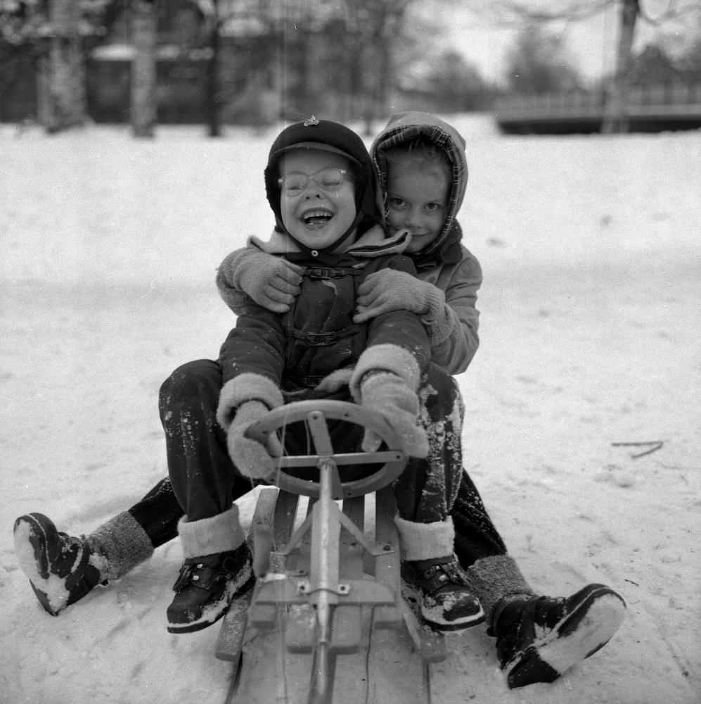 """""""Nu är det vinter"""", bildsidan.8 januari 1955."""
