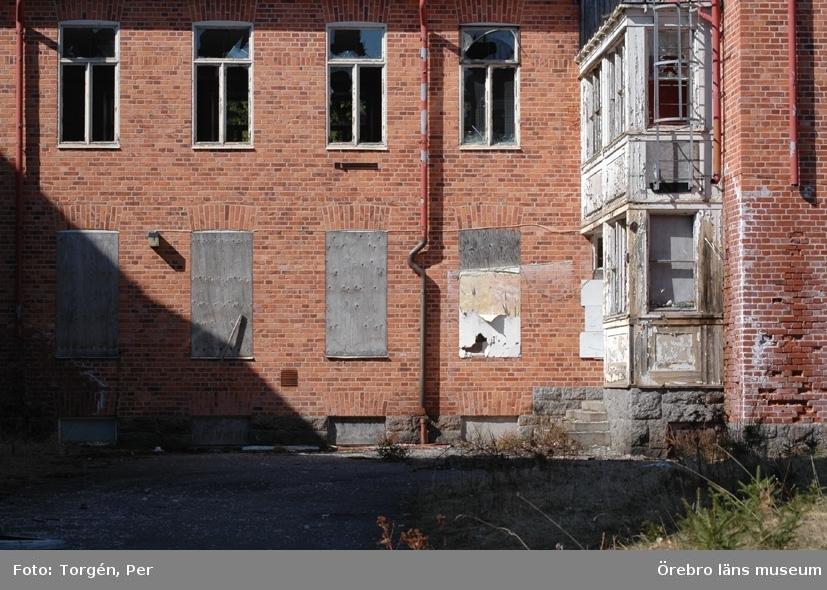 Dokumentation av Garphyttans sanatorium, norra fasaden.27 april 2005.