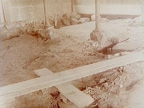 Viby kyrka, utgrävning. Sydvästra hörnet.