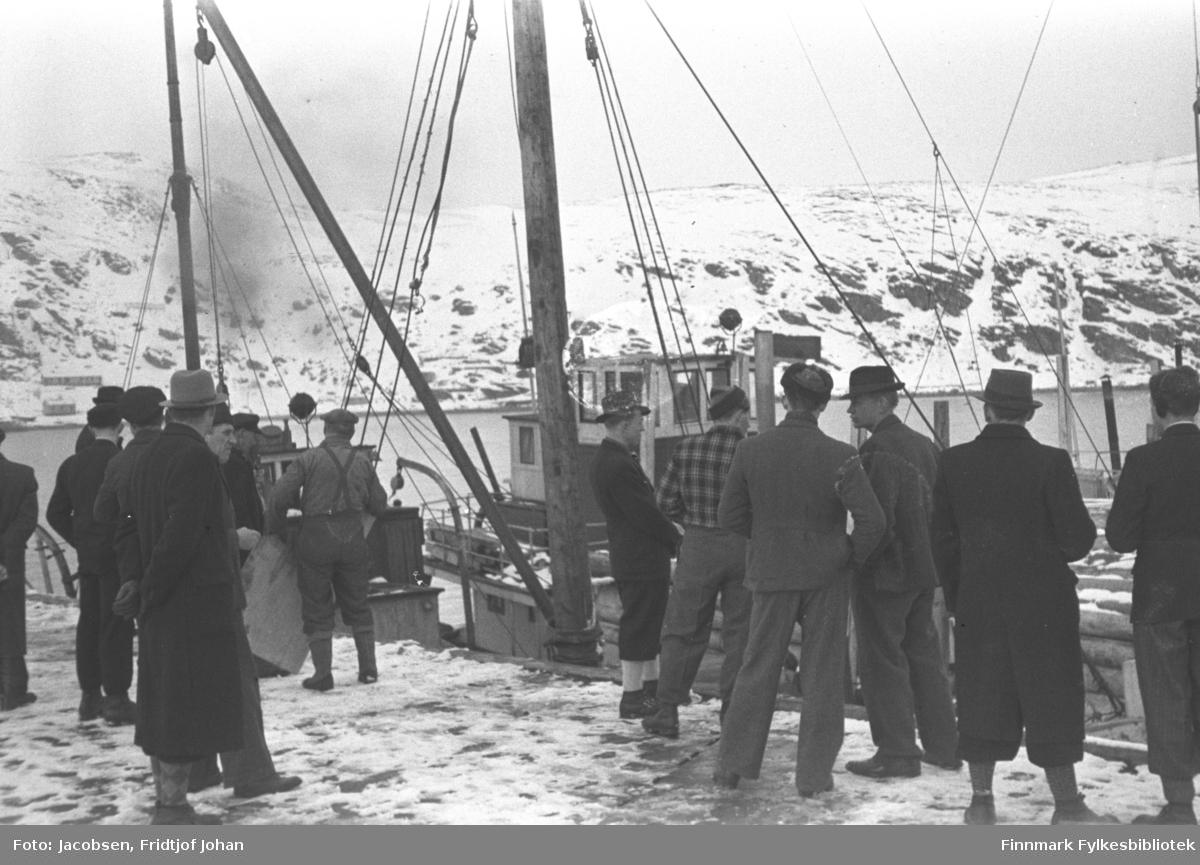 Forsyninger ankommer Hammerfest vinteren 1945-46