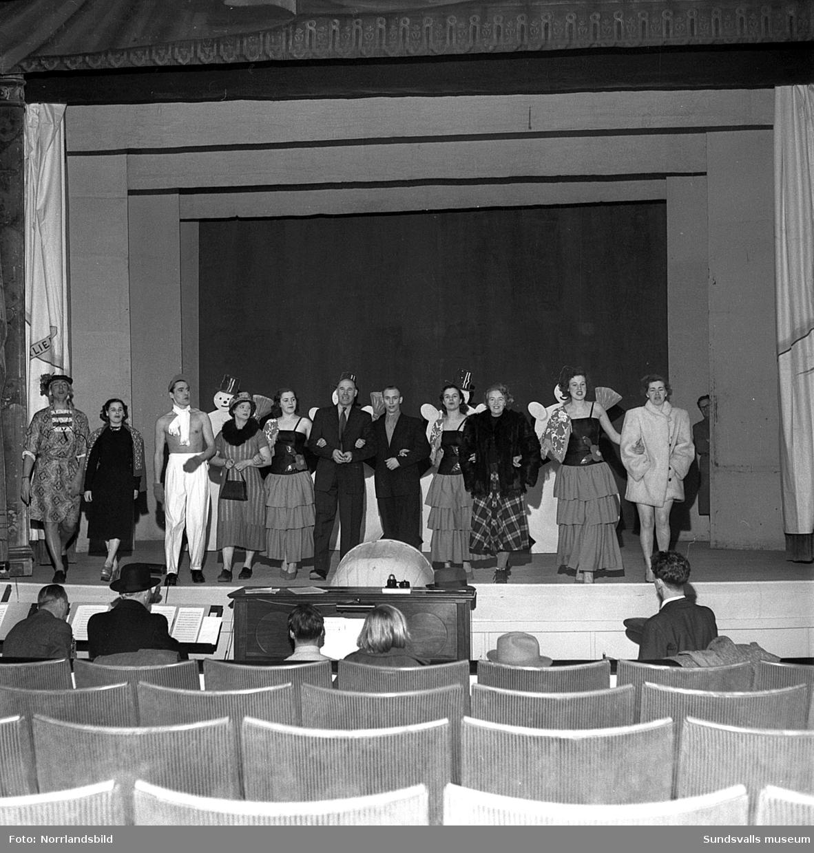 En stor serie bilder från Elis Ågrens revy 1949.