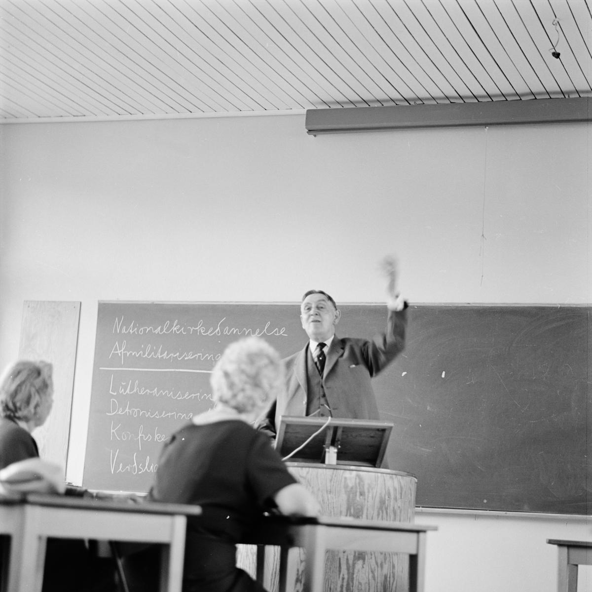 """""""Francis Bull en livlig lärare på Biskops Arnö"""", Övergrans socken, Uppland augusti 1964"""