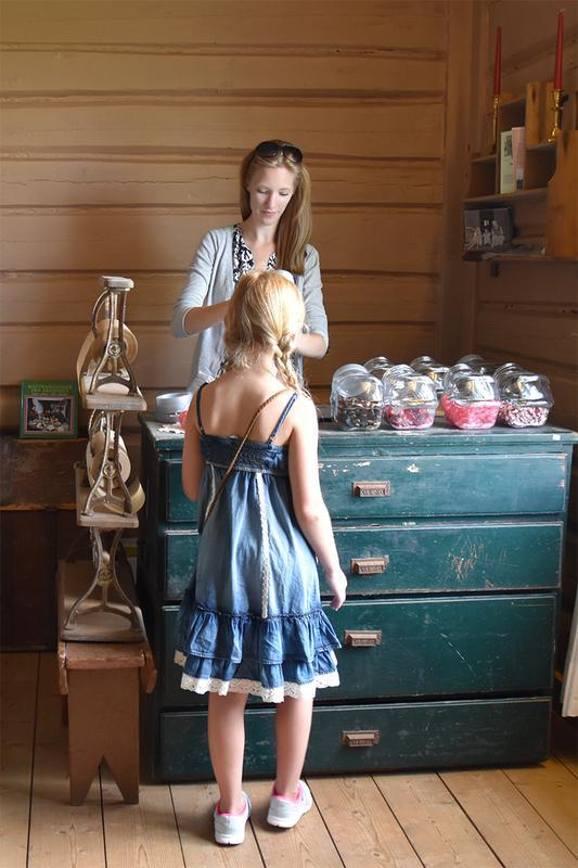 Salg av gammeldagse drops i museumsbutikken.