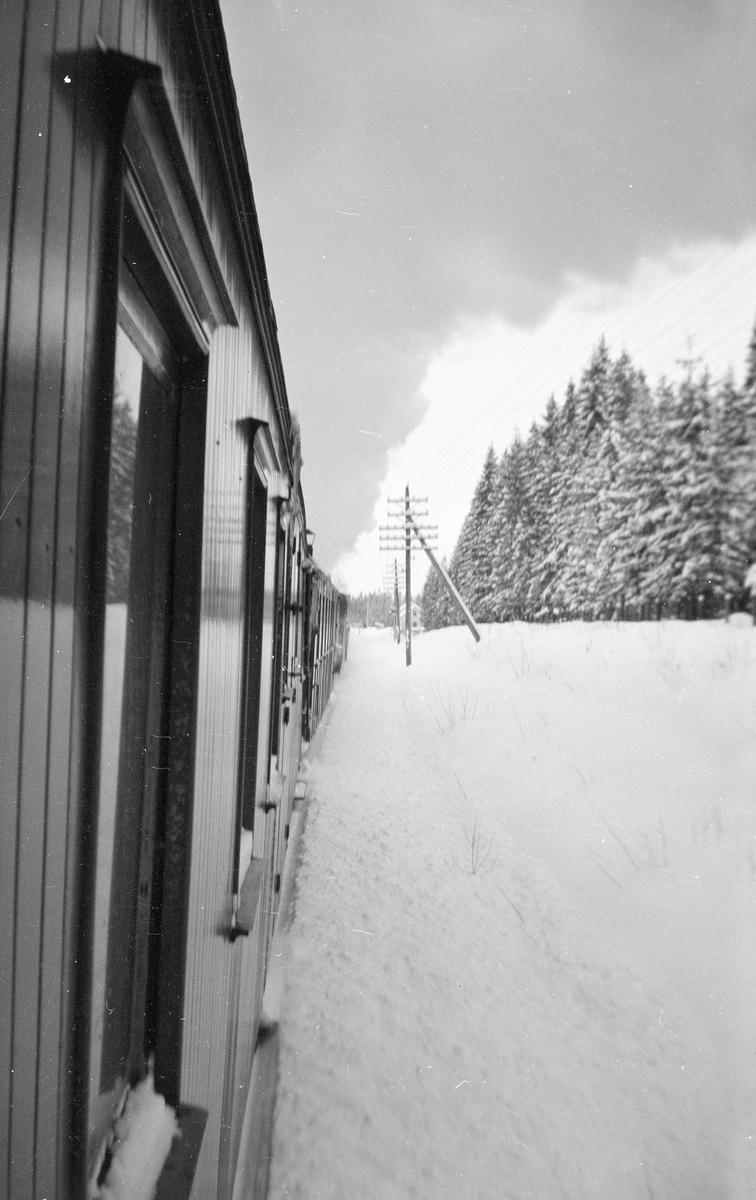 Underveis fra Sørumsand til Skulerud en snøtung februardag i 1960.