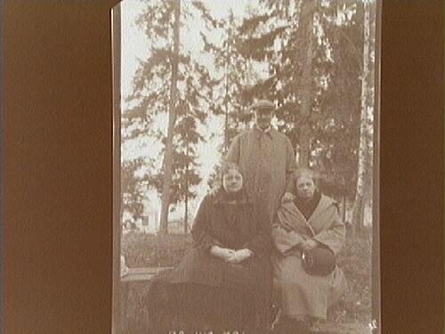 26/7 1912. Tre personer