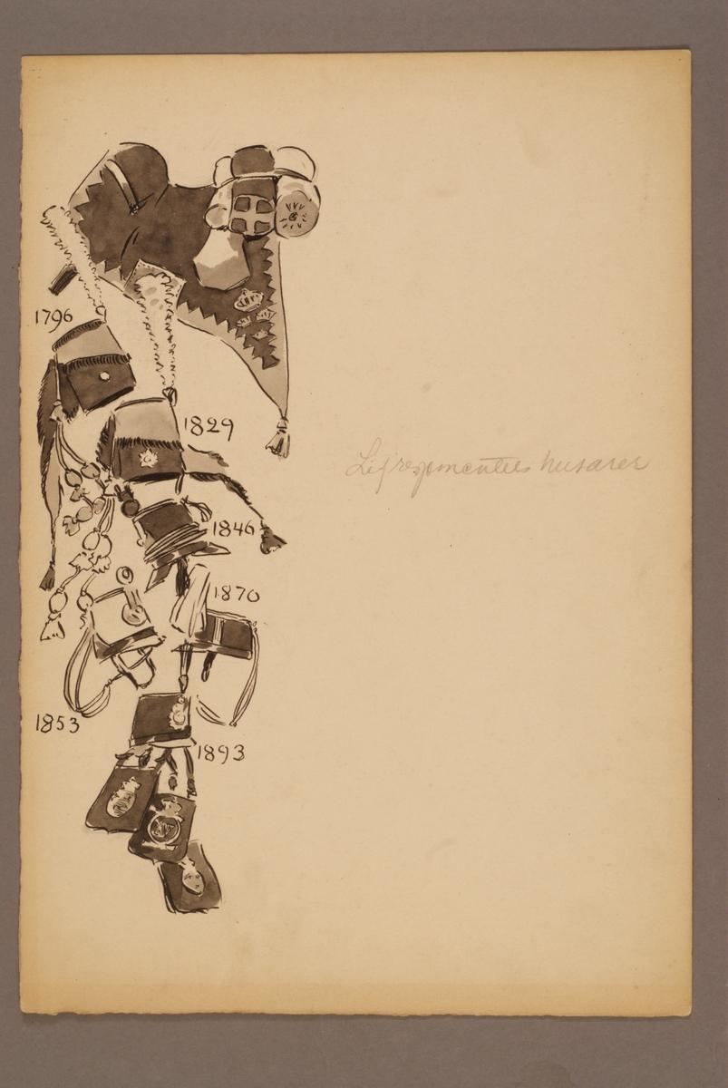 Plansch med huvudbonader, väskor och sadel för Livregementets husarer, ritad av Einar von Strokirch.