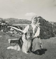 Karen Marie Sikveland (Aurenes) på veg til Låglia