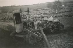 Frå utgraving av silo i 1958. Tidleg gravmaskintype med vaie