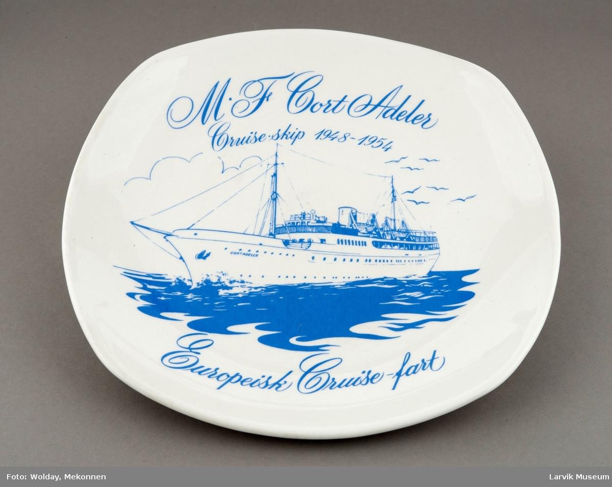 M.F. Cort Adeler - Cruise-skip 1948-1954. Cruiseskipet ble opprinnelig bygget som lystfartøy i 1924 og senere innkjøpt og ombygget for cruise-far i rederiets regi i 1948. Illustrasjon v/grafikeren Hans Marius Østberg.