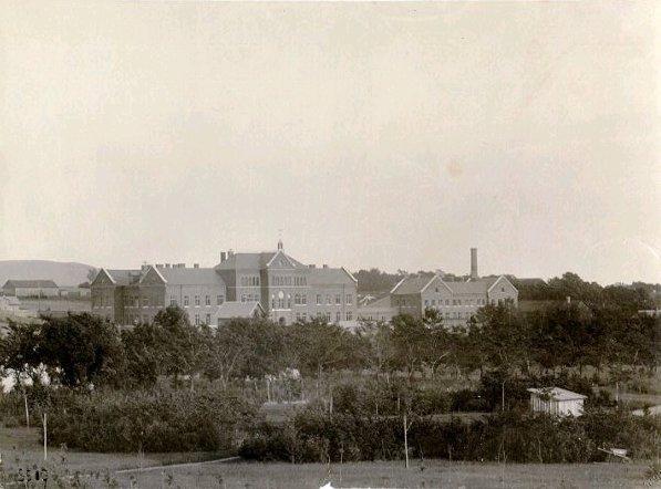 Lasarettsbyggnaden klar 1905.