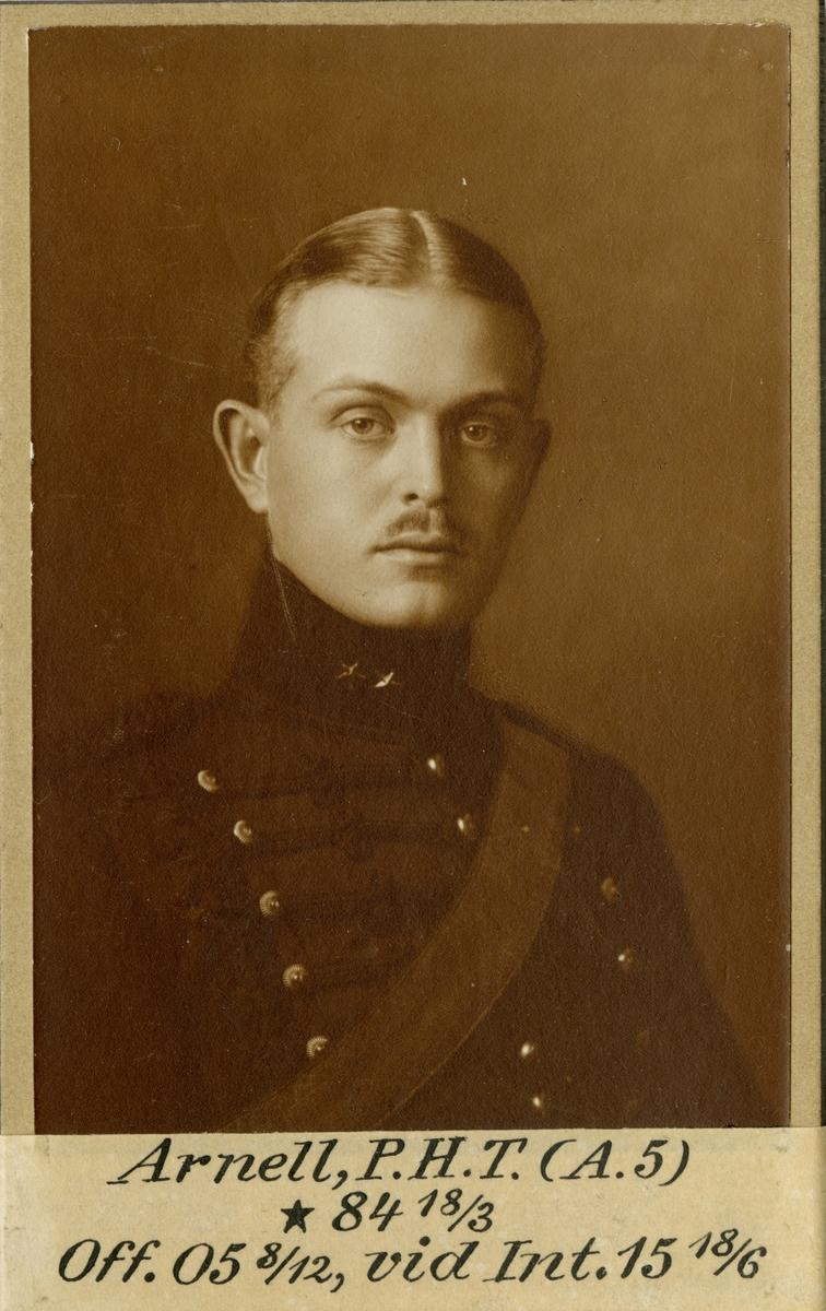 Porträtt av Per Hampus Torsten Arnell, löjtnant vid Intendenturkåren.