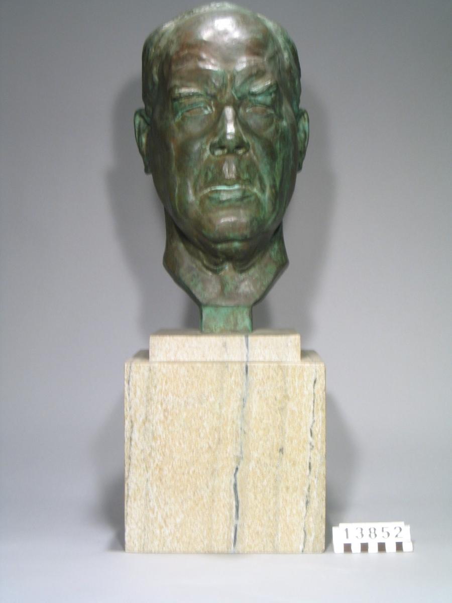 Johan Petter Johansson var en kreativ lösare av vardagsproblem. Under sitt långa liv tog han inte mindre än 110 patent. Två av hans uppfinningar, rörtången och skiftnyckeln har gjort honom världsberömd och säljs över hela världen än idag.