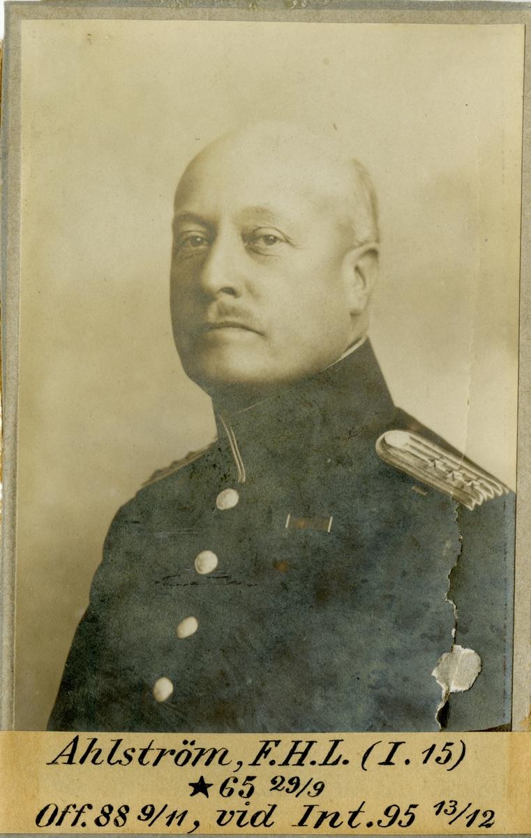 Porträtt av Frans Henrik Leonard Ahlström, officer vid Älvsborgs regemente I 15 och Intendenturkåren.