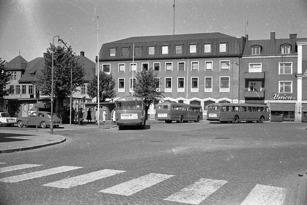 Bussar vid busshållplatsen vid Esplanaden i Huskvarna.