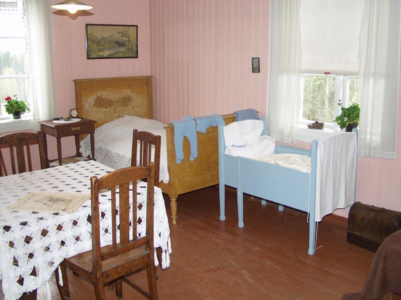 The living room in an apartment from the 30ties, where you can still see how the Klevfos worker and his family lived.