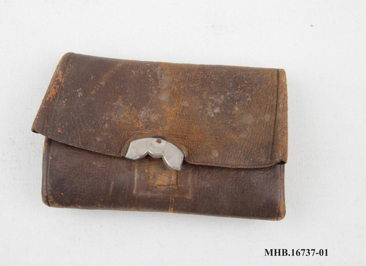 Lommebok med tre lommer i ulik størrelse.