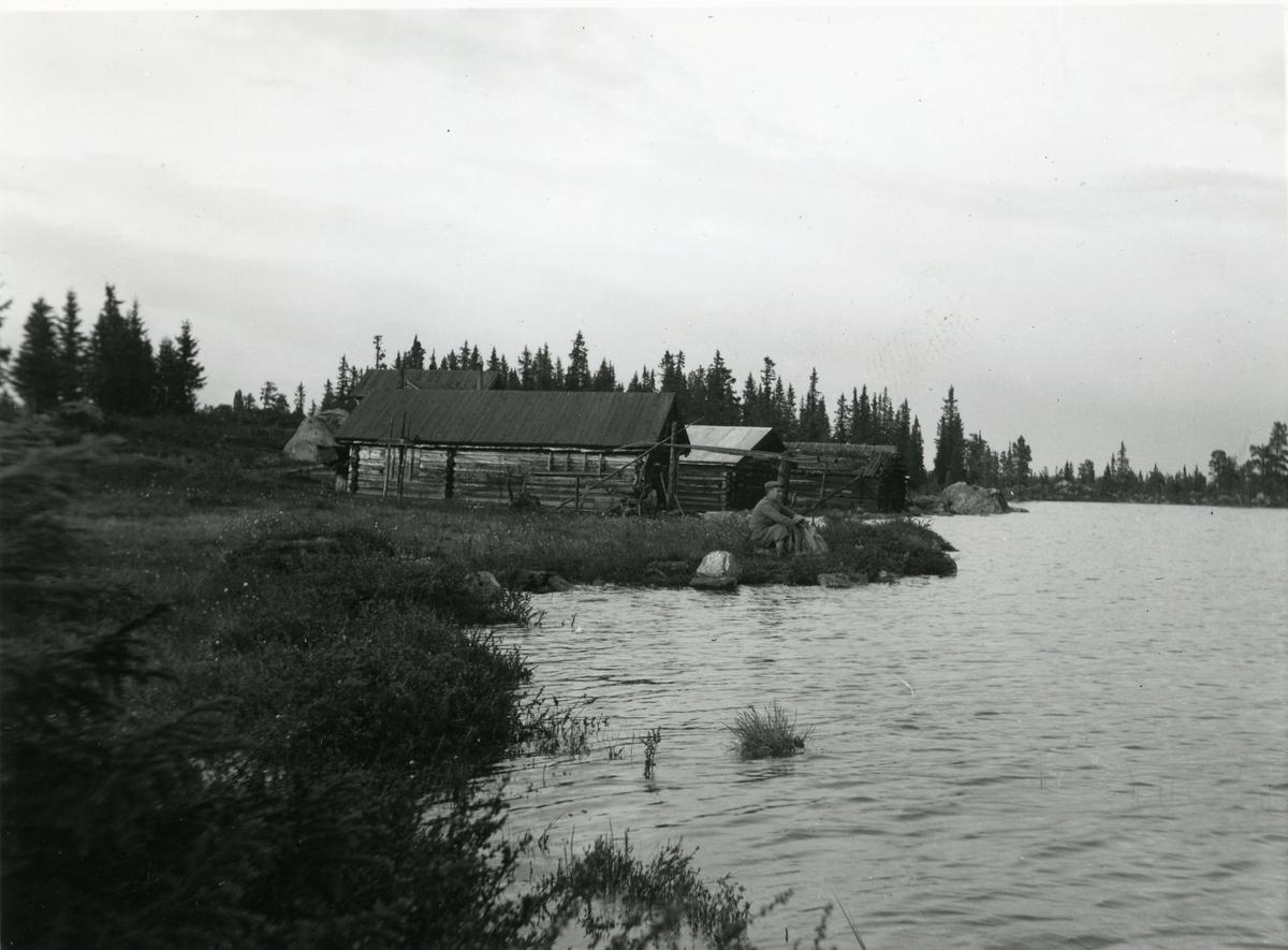Båtnaust og fiskebu på Høvrin, Sør-Aurdal i Valdres.
