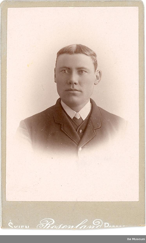 Brystbilde av yngre mann: Halvor G. Sisjord i Bø