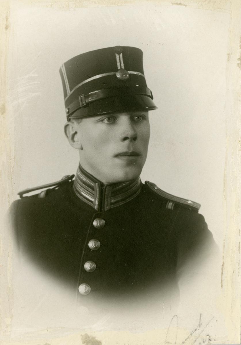 Porträtt av Fridolf Edvard Immanuel Fåhraeus, löjtnant vid Hälsinge regemente I 14.