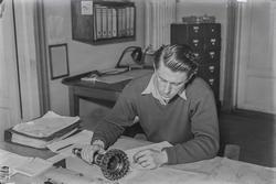 Peter Hugsted på arbeid i KV