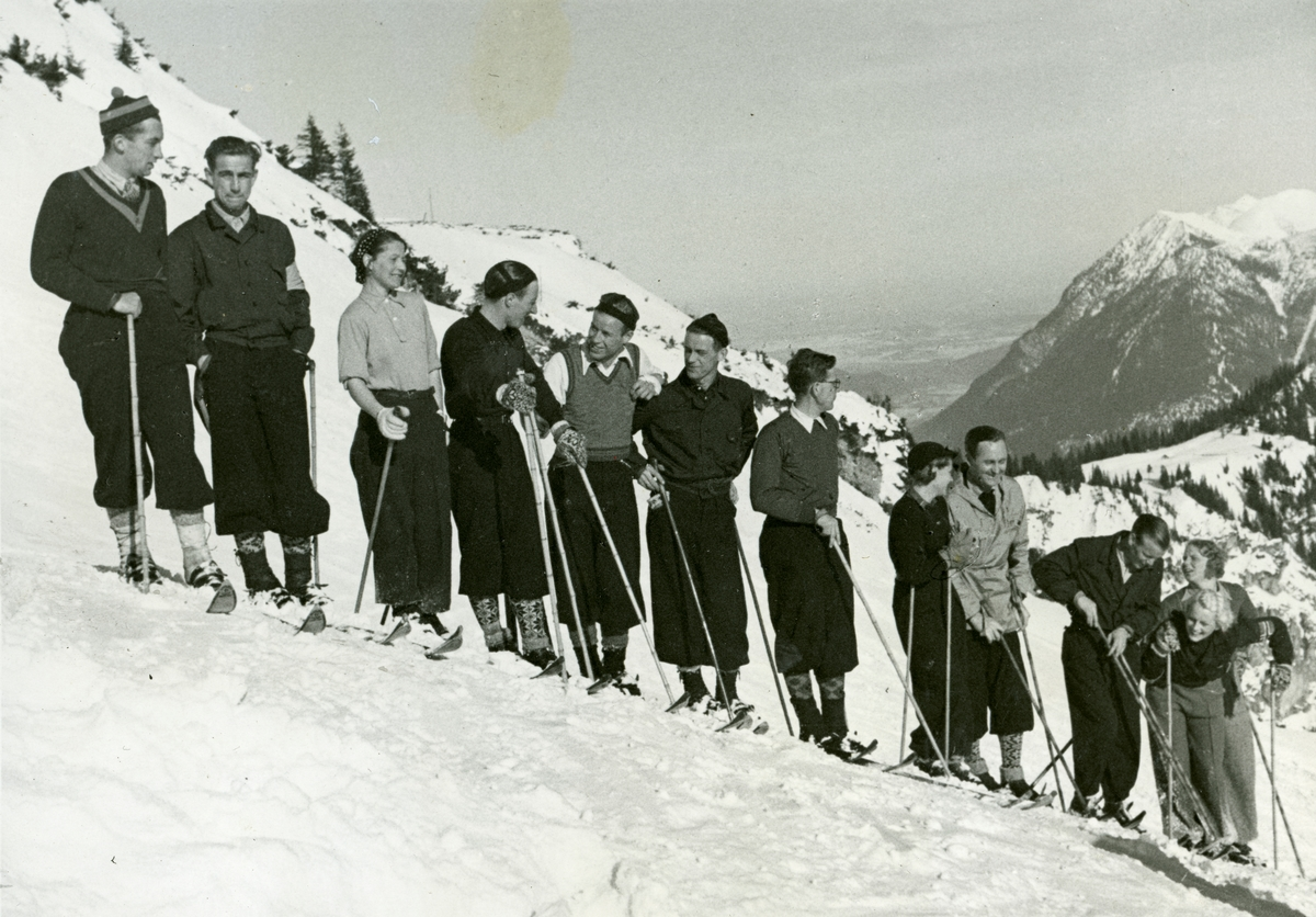 German-Norwegian union on ski during OG at Garmisch