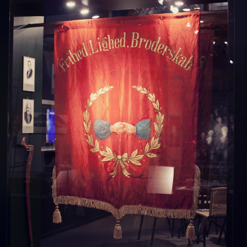 Løkken Grubearbeiderforening ble stiftet 14. juli 1907. En av fanene henger i utstillinga på Informasjonssenteret.