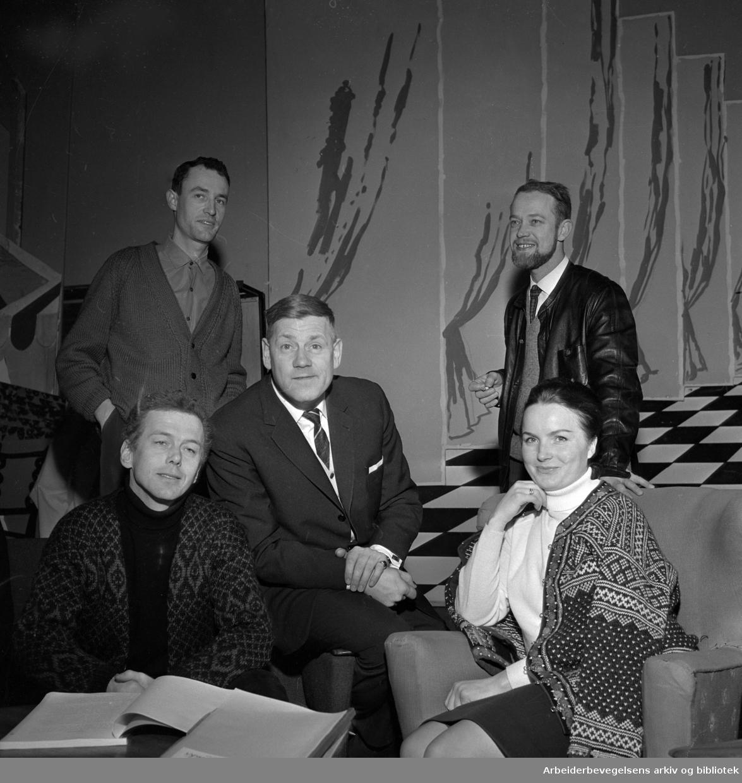 Fra prøvene til musikalen Fantasticks på CHAT NOIR 1965..Fra venstre: Toralv Maurstad, Arve Opsahl og Anita Thallaug..Bak: Einar Iversen og Oddvar Sanne.