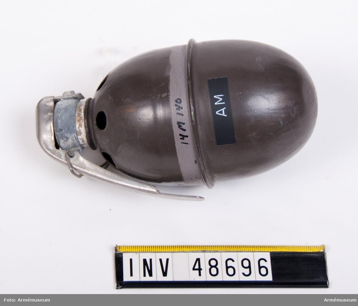 Grupp E IX. Rökhandgranat m/1937. Oapterad.