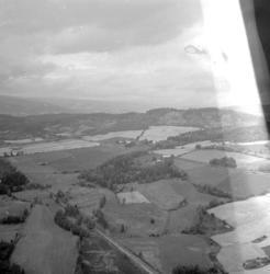 Flyfoto, Utsikt vestover Rudshøgda. Fuglseng nordre bakerst