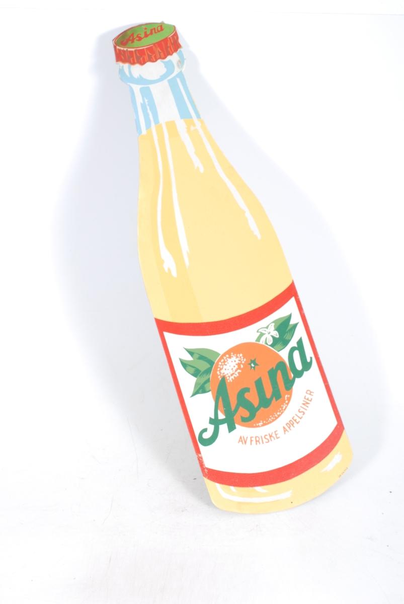 malt som en Asinaflaske, med brus i og etikett med appelsin på, hvor det står: Asina. Av friske appelsiner.