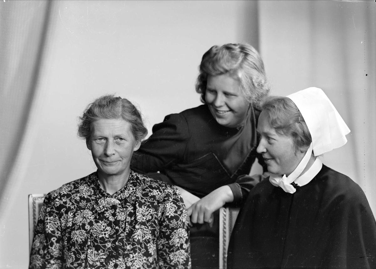 Ateljéporträtt - tre kvinnor, Uppsala 1941