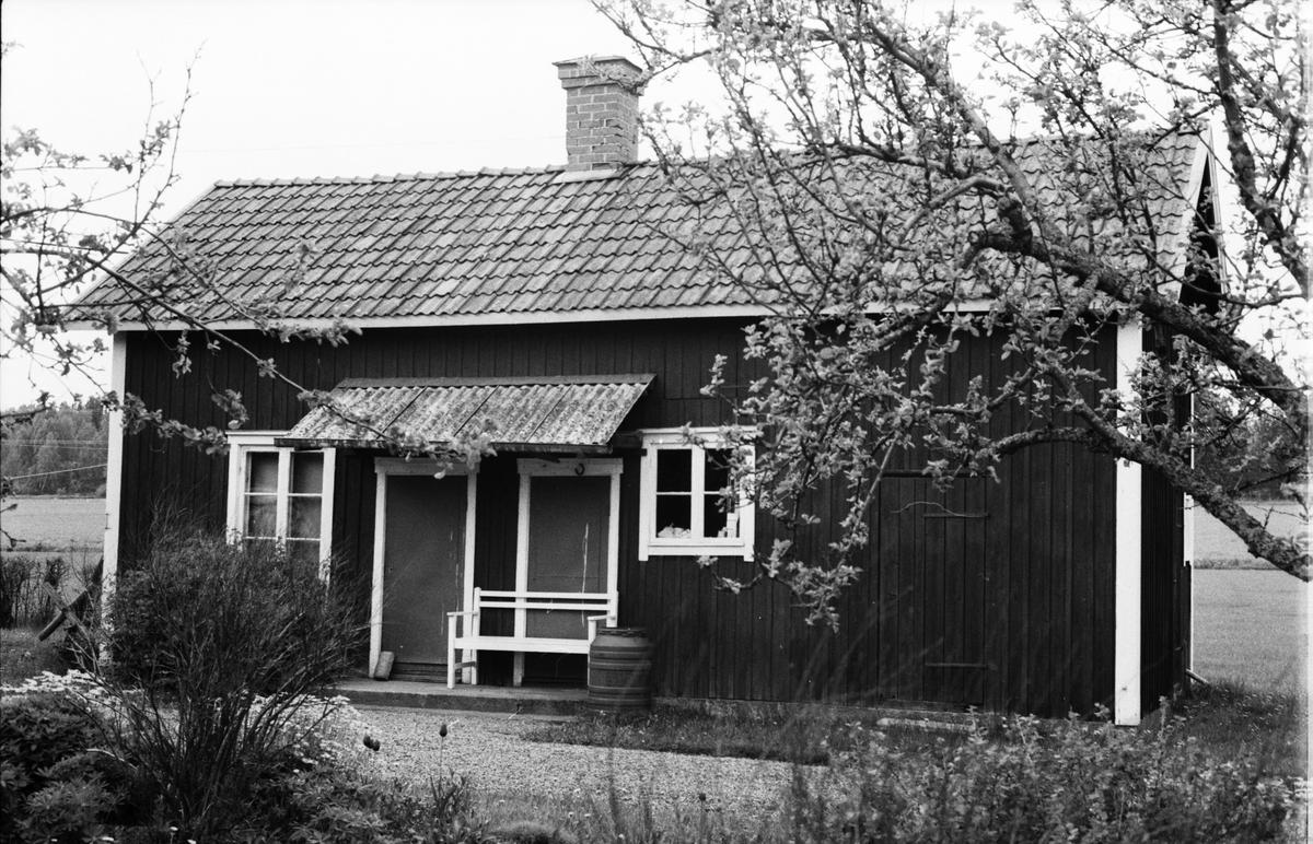 Uthus, Söder-Edinge 1:9, Solberga, Tuna socken, Uppland 1987