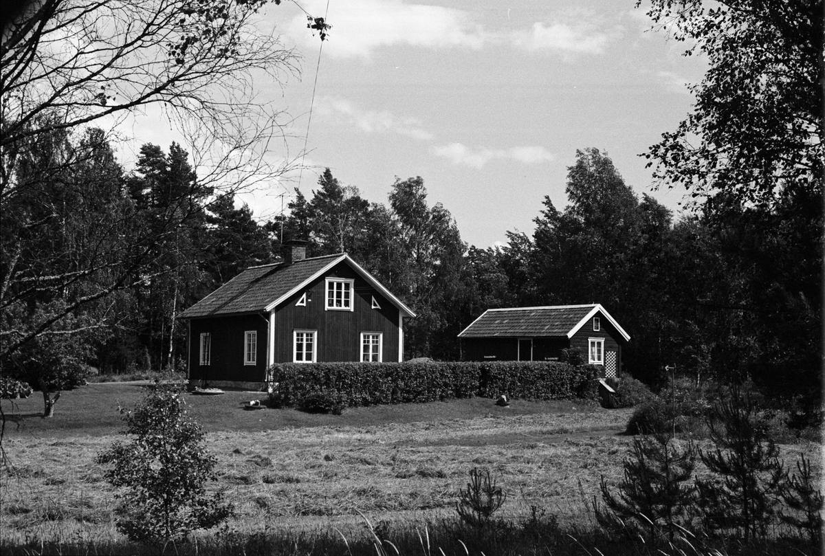 Vy över Saringe 4:6, Karlslund, Tuna socken, Uppland 1987