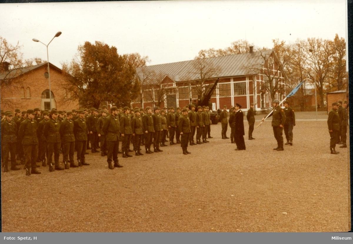 Militärbefälhavaren (Norén) Schubak tar emot regementet, A6.
